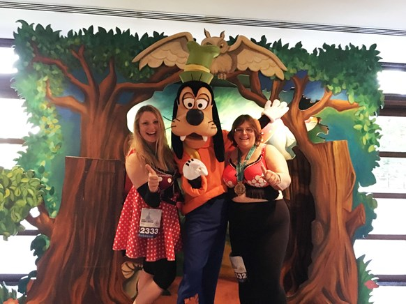 Sam and Becca with Goofy at Disneyland Paris